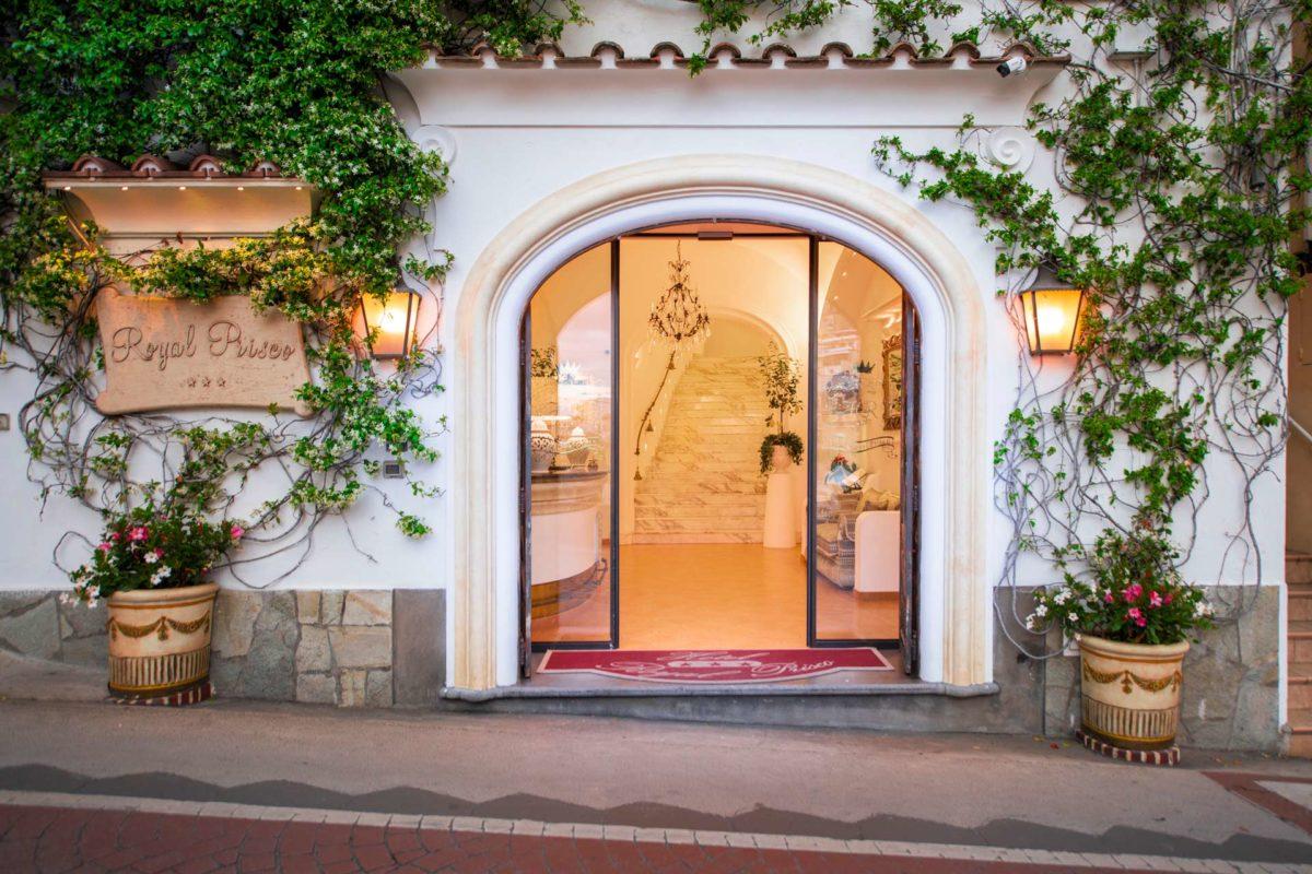 Entrance Hotel Royal Prisco